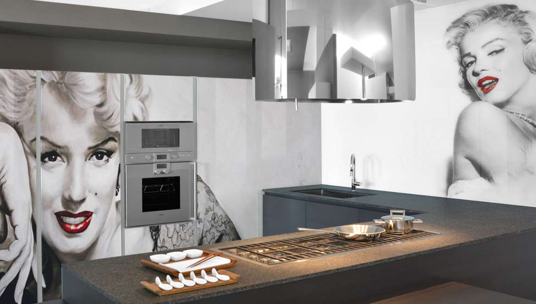 Il vetro in cucina resistente e dal design innovativo for Pannelli retro cucina leroy merlin